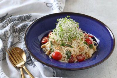管理栄養士 柴田真希さんのスーパーフードで作る【梅とくるみのバジル風味そうめん】