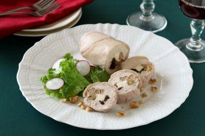 パーティ料理にもくるみが大活躍!管理栄養士、柴田真希さんの「くるみとレーズンのチキンロール 」