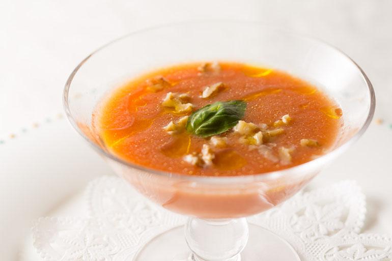 トマトと赤パプリカの冷たいスープ
